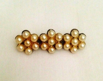 SALE ITEM Vintage brooch with pearl coloured beads