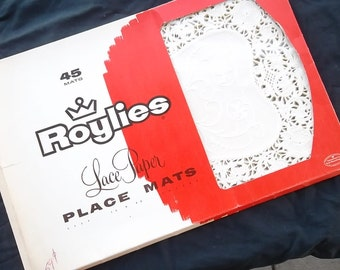Vintage, 1954 Roylies, Lace Paper, Placemats, White, Set of 16, in Original Package, 10 X 13, Doilies