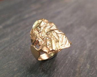 RUFFLED GOLD RING