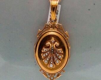 Medallion pendant type casserole
