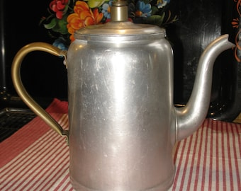 "Teapot made of aluminum and copper //L""hoir//de Levis Quebec 1940/50 your postal code for actual shipping S V P"