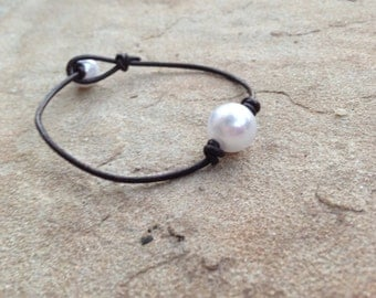 Single Pearl Leather Bracelet