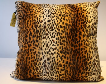 Cushion cover in synthetic fur with Brown and black color leopard pattern