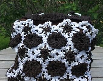 Crochet bag with shoulder straps