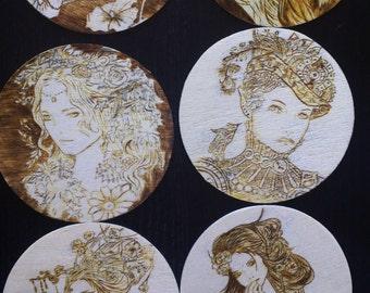 Mujeres, posavasos de madera pirograbada. Pyrography.