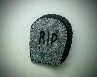 Halloween gravestone/RIP brooch/badge/ pin