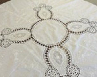 Vintage white round cotton tablecloth with scalloped edging.