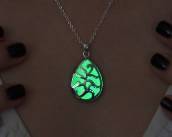 Glow in the Dark Necklace Green Drop - Glowign Pendant - Glow in the Dark Pendant - Glowing Jewelry - Glow in the Evening - Drop Pendant