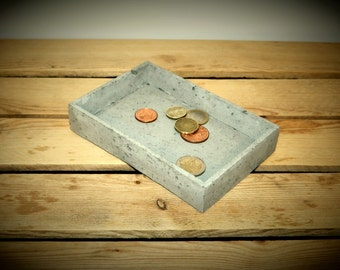 Useful concrete tray with pyramidal border - inclined inside wall: coin tray, cosmetics tray, organiser, jewellery tray. Beton modern decor