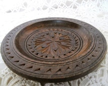 Vintage Folk Art Wooden Dish. Small Hand-Carved Wooden Bowl. Small Vintage Decorative Wooden Plate. East European Carved Plate.