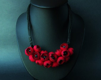 Poppies necklace - Red flowers necklace - Red and Black  necklace - Handmade Jewelry - Wildflowers - Gift ideas - For her