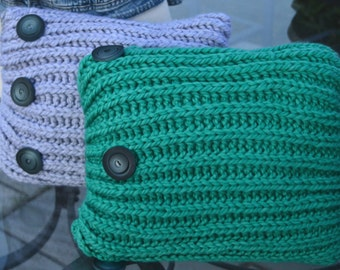 Wool decorative pillow with buttons