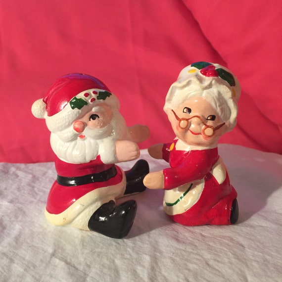 Lefton santa mrs claus hugging salt pepper shakers 2584 - Hugging salt and pepper shakers ...