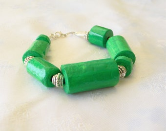 Large beads emerald green bracelet with vintage silver spacers made with recycled materials