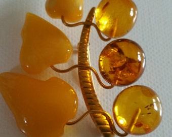 Fine antique butterscotch amber brooch in gold taken