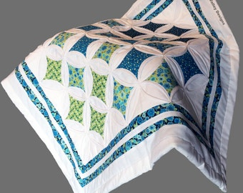 Quilt design pdf pattern and tutorial : Cathedral windows