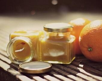 Bienenwachs und süße orange Kerzen