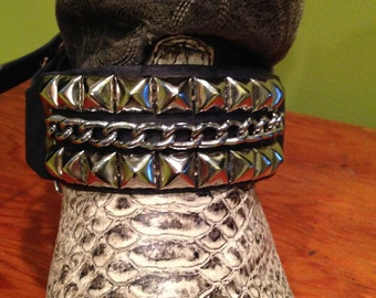 Bootstrap, chain and pyramid studs
