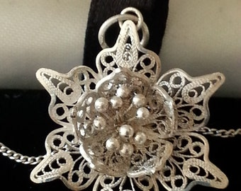 Sterling Silver Water Lily Pendant & Chain