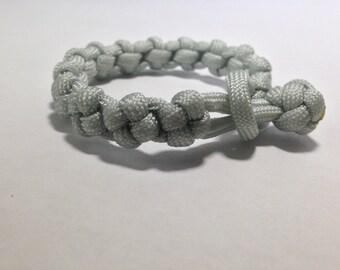 Gray Cross-Knot Paracord Bracelet