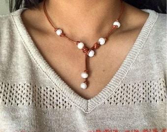Loop Pearl Necklace