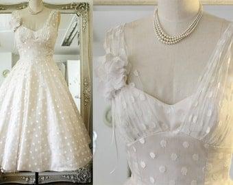 50shouse_ 50s inspired vintage fee Polka dots tulle V neckline tea length wedding dress_ custom make