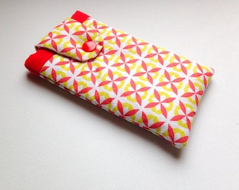 Case for smartphone pattern petal green and Red