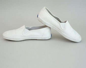 Womens Size 7.5 Canvas Slip-On Sneakers