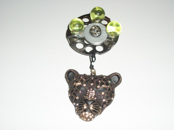 jewelry-- Exotic cat head pin
