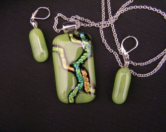 Pendant & earrings - OLIVE