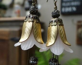 Vintage Style Honeysuckle Dangle earrings– ERU100