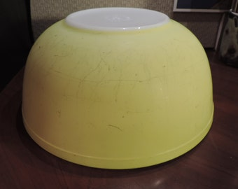 Vintage Pyrex Mixing Bowl, Large, Yellow, 50's Kitchen, #404, 4 quart