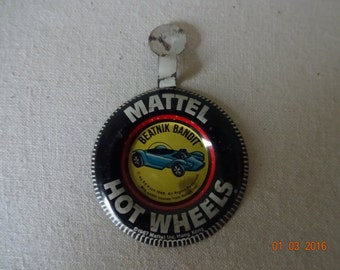 Mattel Hot Wheels Beatnik Bandit Badge with tab