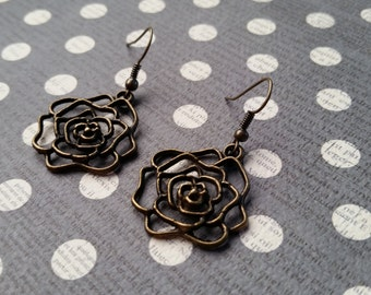 Antiqued Rose Cutout Drops