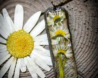 ON SALE Handmade Soldered Resin Triple Daisy Flower Necklace