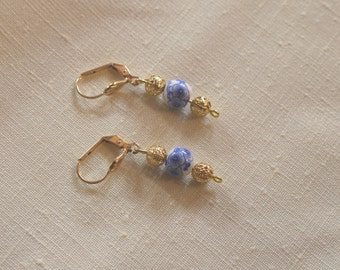 Earrings in gold metal and ceramic beads