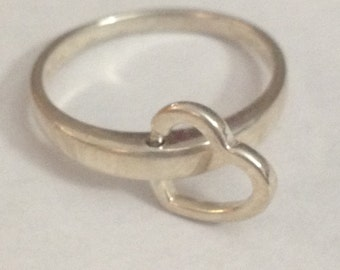 Very cool moveable heart sterling silver ring size 7.75