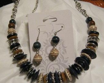 Necklace brown multi colored button necklace set