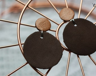 Natural round earrings