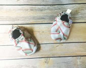 Baseball booties, crib shoes, toddler shoes, baby baseball booties, baby moccs, cardinal booties, baby booties, baseball shoes, cloth shoes