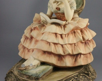 Capodimonte Guido Cacciapuoti Figurine Lady Reading Book