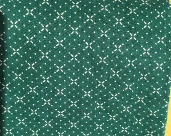 1/2 tard Lovely Green Fabric