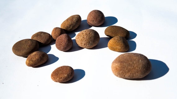 Beach stones smooth flat beach rocks nature decor craft for Flat stones for crafts