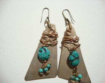 Earrings in bronze, turquoise