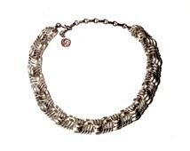 Lisner Open Basket Weave Choker Necklace Pale Gold Tone Metal Polished and Textured Detail Woven Intertwined Vintage