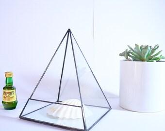 Geometric Terrarium / Pyramid Stained Glass / Glass Terrarium / Decoration / Modern Planter / Air plant Terrarium / Planter / Glass Box