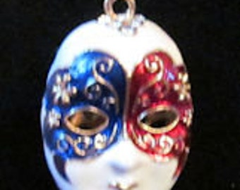 Mask pendant necklace
