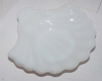 Vintage Milk Glass SHELL dish - 367