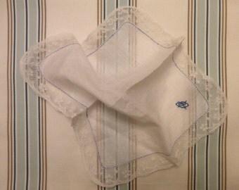 Vintage lace handkerchief. 1940s. Pañuelo vintage con encaje.