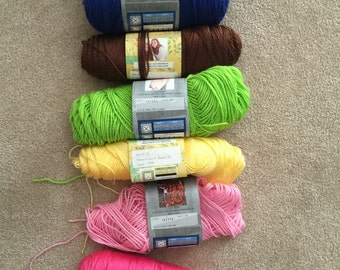 Handmade crochet baby blanket (solid color)